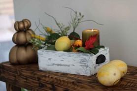 dekoracia na stol ozdobena sezonnymi doplnkami