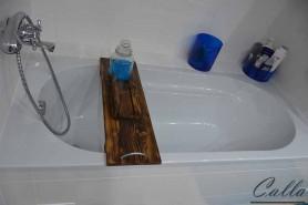 dekorácia z dreva na vaňu v kúpelni
