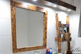 drevené zrkadlo v kúpeľni