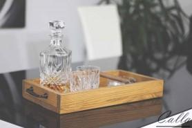 drevená tácka na whiskey