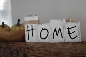 drevená tabuľa s nápisom Home