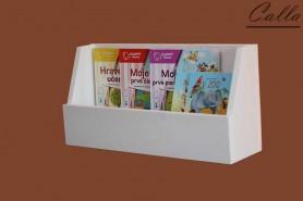 drevená polica na detské knihy
