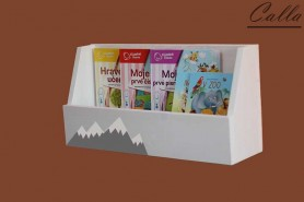 drevená polica na detské knihy s motívom hory