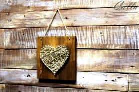 srdce z klincov na kvalitnom dreve v hnedej farbe