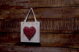 ružové srdiečko na dreve závesné so stuhou