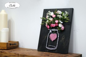 Obraz z klinčekov zdobený kvetinami