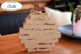 drevená tekvička v hnedej patine na stole