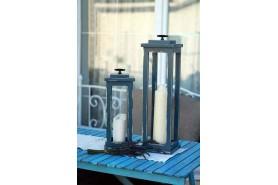 lampášiky ozdobené sviečkami a kovovým úchytom