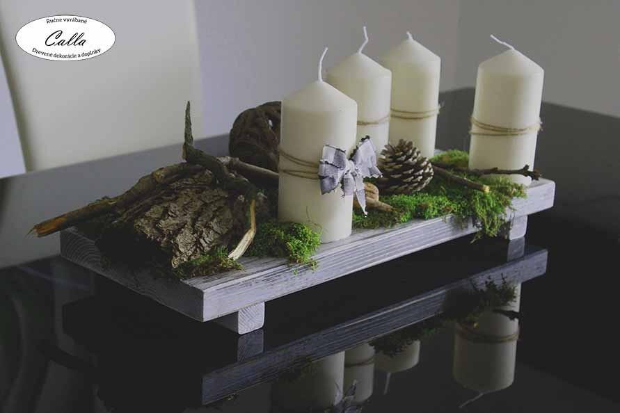 dekorácia so sviečkami na stole