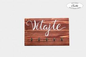 dreveny vesiak na kluce s vlastnym napisom