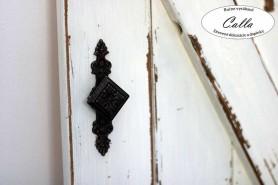 kovanie na dekoratívnu okenicu z dreva
