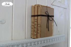 drevené knihy s mašľov ako doplnok vidiecky štýl