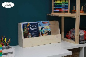 polica na detské knihy z dreva