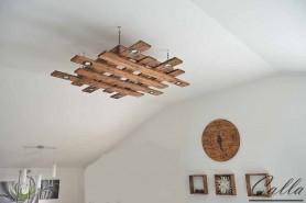 Drevený luster vhodný do obývacej izby