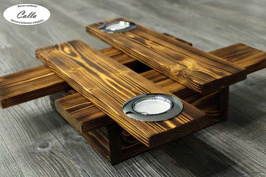 drevený luster s dvomi led svetlami