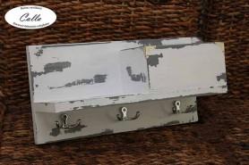 vešiak na kľúče s regálom v sivej patine
