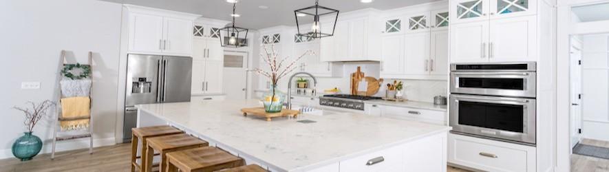Drevené dekorácie a doplnky na stôl v kuchyni, obývacej izbe či do záhrady